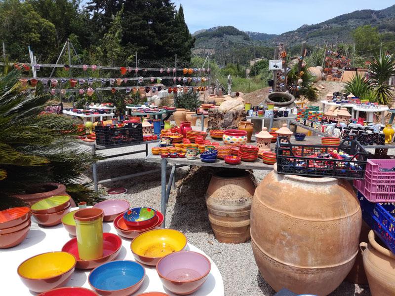 Rivendita di vasi e ceramiche a Sollér