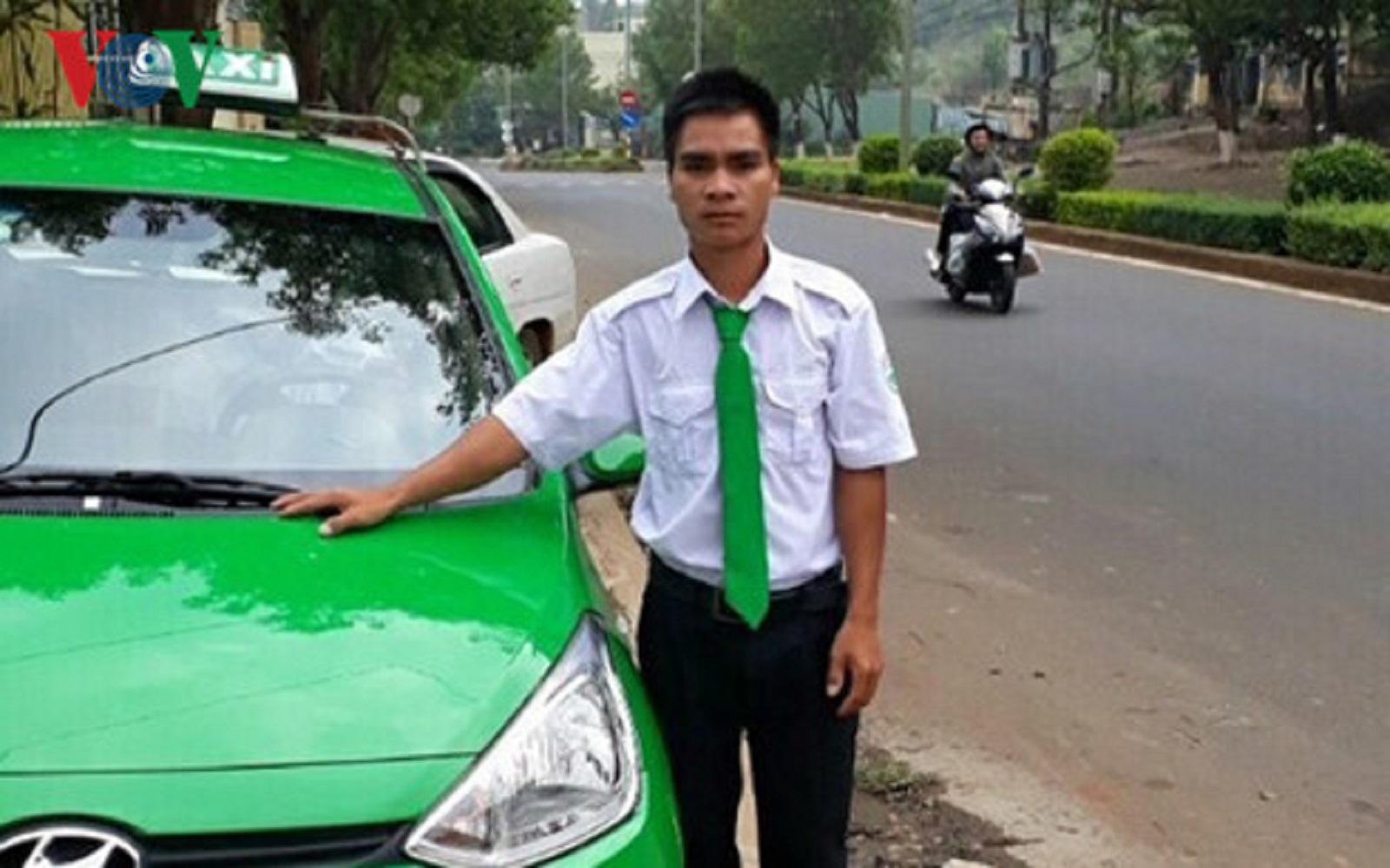 Gia Lai: Tài xế taxi trả lại cho khách 110 triệu đồng bỏ quên