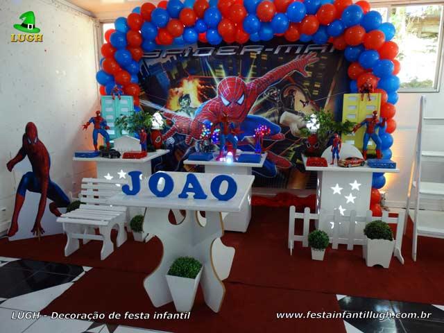 Decoração tema Homem Aranha em mesa provençal para festa de aniversário infantil - Jacarepaguá RJ