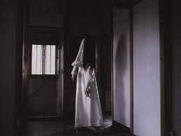 cara gampang melihat hantu atau setan syaratnya