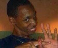 """""""Negro"""" haciendo señas de cojer"""