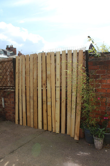 creating a rustic trellis with pallets