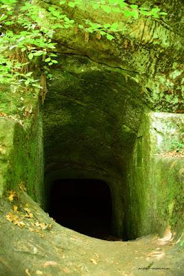 Zamek Vranov-rozdroże Pantheon i jaskinia