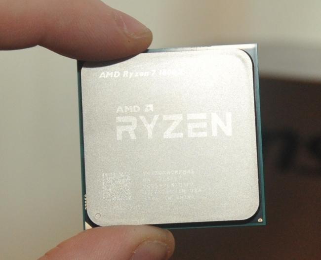 AMD Ryzen 7 1800X 대 Intel Core i7 7700K Linux 게임 성능 ~ 테스트