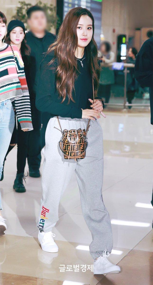 Blackpinks Stylish Airport Fashion Daily K Pop News