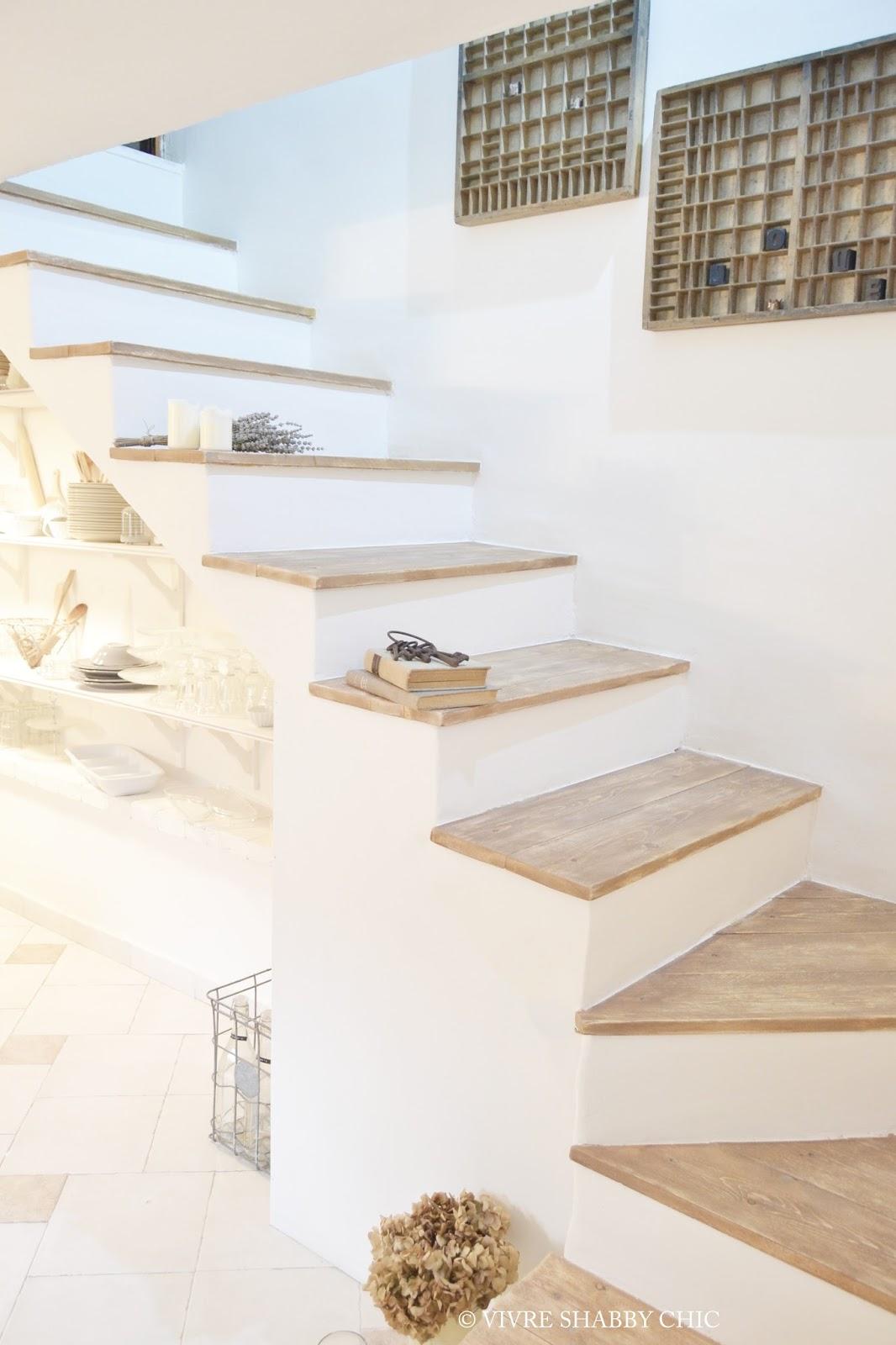 Vivre shabby chic casa rivestire in legno una scala interna for Case interne
