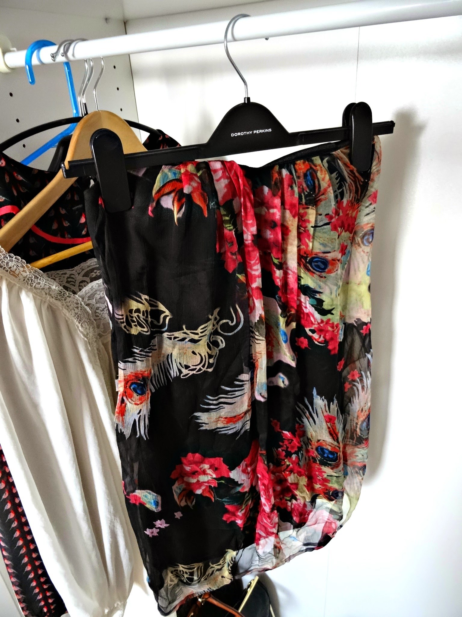 Inside my wardrobe and how I organise it