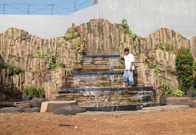 Tukang taman surabaya dekorasi tebing