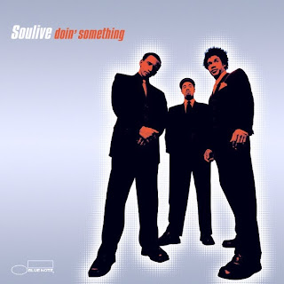 "Portada del álbum ""Doin' something"" (Soulive, 2001)."