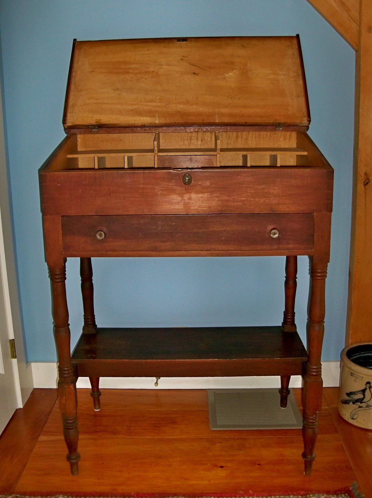 stand up desk maple hand made 19th century - ANTIQUE COUNTRY STAND UP TEACHER'S DESK - FOR SALE Goshen