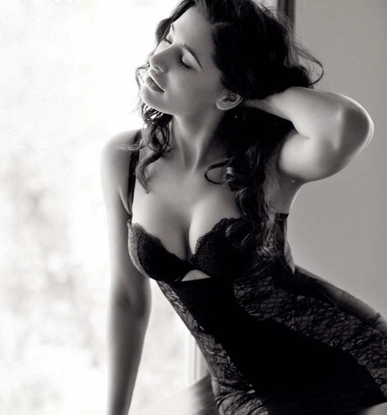 Hot & bold nargis fakhri New Bollywood Actress Pics 2016 on maxim
