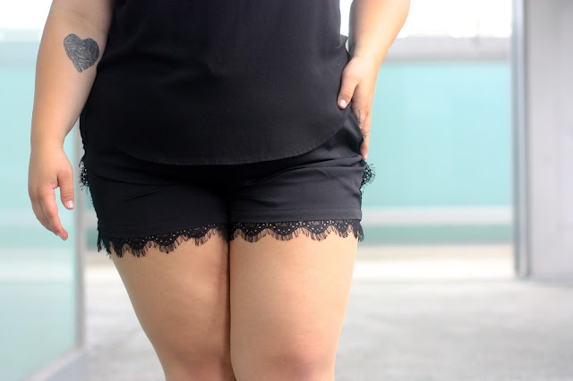Plus size lace shorts, natalie craig, chicago, natalie in the city, chicago fashion blogger, plus size fashion blogger, plus size, curvy, all black outfit, drawstring shorts, love lianca