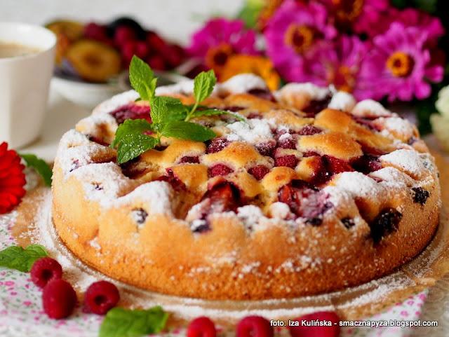 ciasto na niedziele, biszkopt z owocami lata, ciasta domowe, moje wypieki, deser, ale ciacho, owoce, bardzo latwe ciasto, placek z owocami