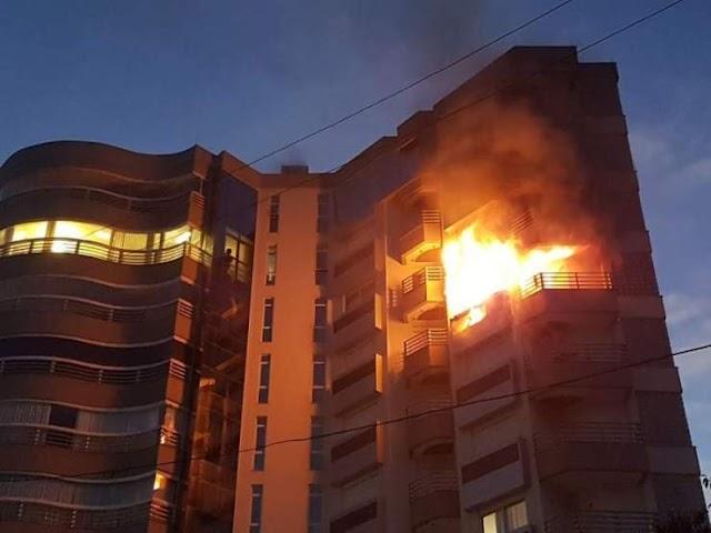Apartamento pega fogo e moradores fogem das chamas pela janelas do prédio