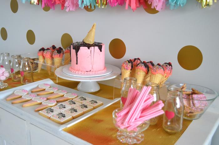 mesa decorada decoração bolo sorvete doces biscoitos