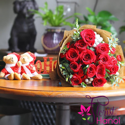 Christmas red roses bouquet to your loved ones