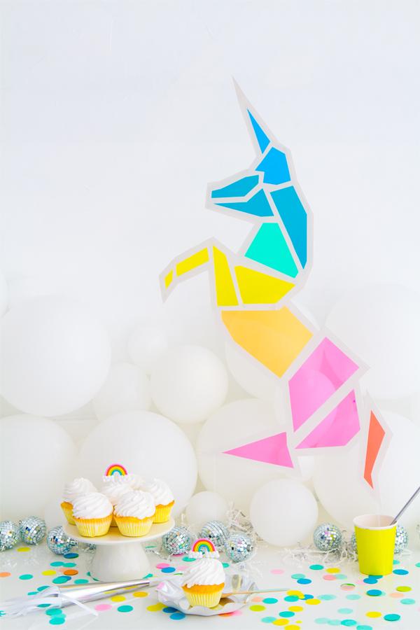 Un unicornio de colores de papel   Decorar en familia   DEF Deco