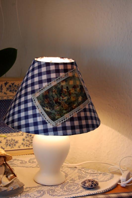 landeruns h tte endlich meine lampe in blauen karo. Black Bedroom Furniture Sets. Home Design Ideas