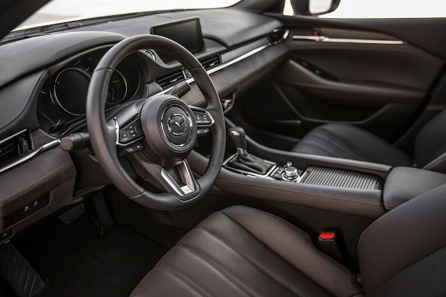Interior view of 2018 Mazda 6