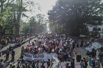 Dahsyat! Pawai Tauhid, Panji Rasulullah Sepanjang 500 Meter Diarak di Kota Bandung