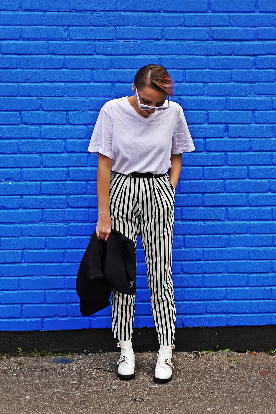 5_balenciaga_white_Ceinture_Ankle_Boots_stripes_pants_black_jacket_karyn_blog_modowy_280917we