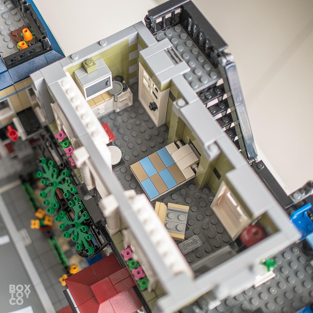 LEGO Parisian Restaurant 10243 vs Pet Shop 10218 vs Grand