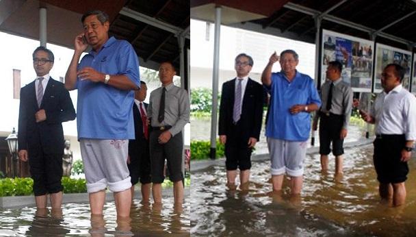 """Foto Mantan Presiden Indonesia """"SBY"""" Saat Banjir Menjadi Viral"""