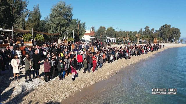 Πλήθος κόσμου στον αγιασμό των υδάτων στο Κιβέρι