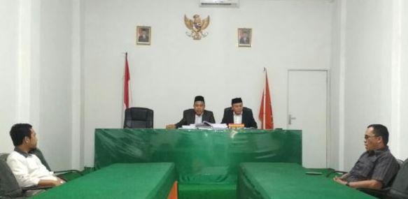 Foto Ilham dan Mulyana Isham serta Bawaslu Sulbar