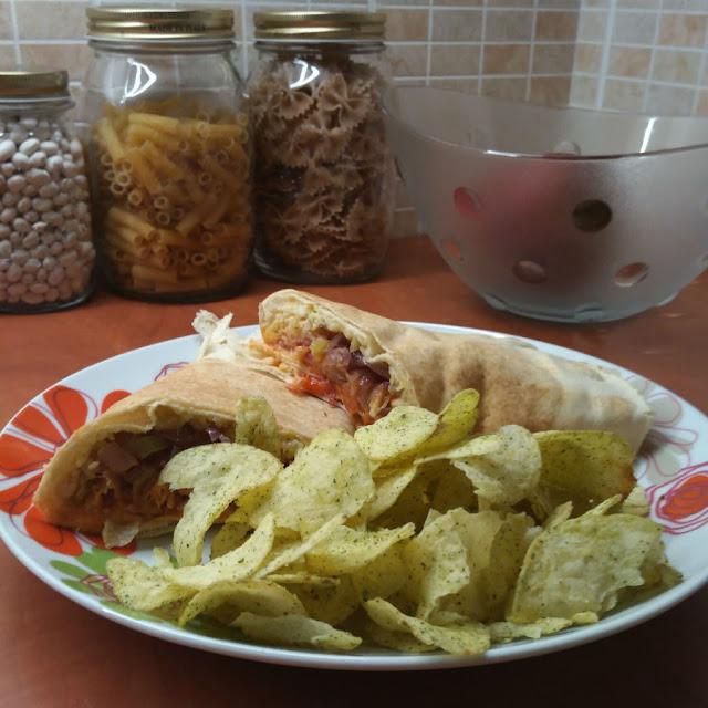 Μεξικάνικη τορτίγια με κοτόπουλο που περίσσεψε από την Τσικνοπέμπτη
