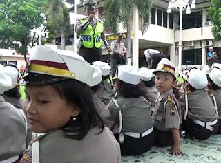 Tertib-Berlalu--Diajari-lintas-Polisi-Cilik