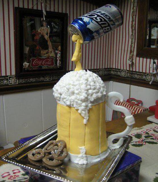 Thật kỳ công cho móm bánh kem bia mừng sinh nhật này