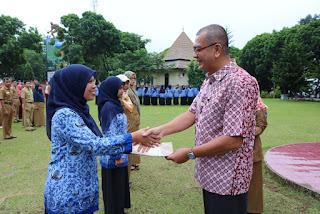 Walikota Serahkan SK CPNS Bidan PTT Kota Payakumbuh