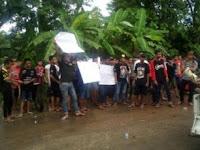 """Warga Desa Duri Slahung Gelar """"Sidang Rakyat"""" Tuntut Jogoboyo Mundur Karena Selingkuh"""