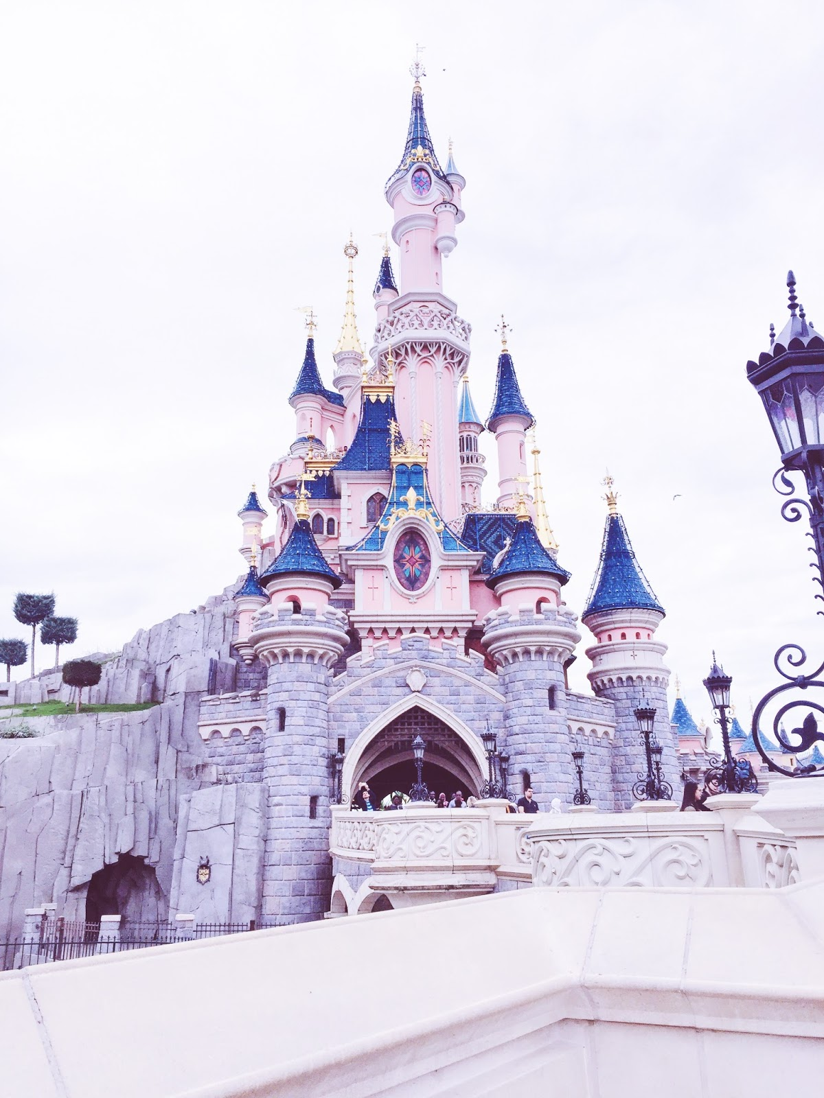 Travel, Lifestyle, Disneyland Paris, Disney holidays, disneyland paris review, things to do at disneyland paris, things to do at disneyland, primark, disney castle, disney bloggers,