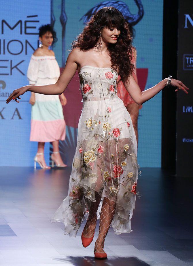 Disha Patani Scores Big As Fashion Model Bollywood Reporter