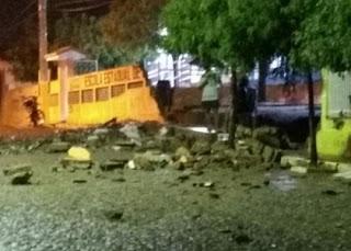 Em Frei Martinho, chuvas causam sangria em reservatórios e derruba muro de escola