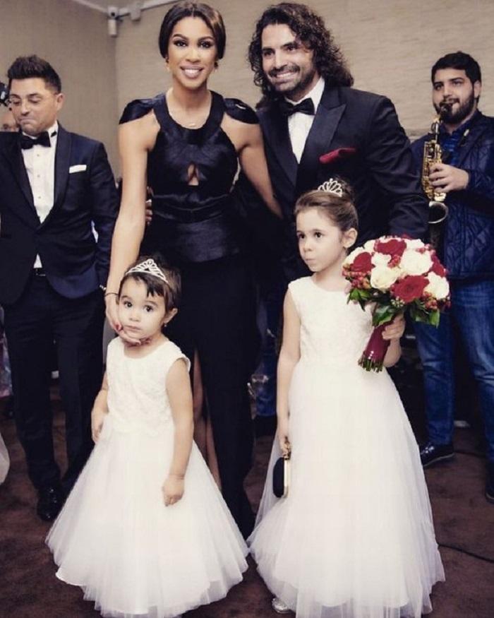 Pepe, Raluca şi fetiţele lor la nunta lui Miguel Pascu, fratele artistului