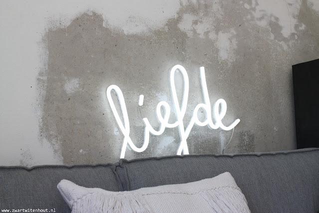 Mijn liefde voor de neon LIEFDE lamp van Qazqa!