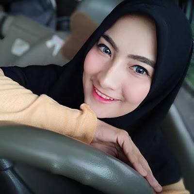 Bunga Azhari Senyum