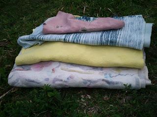 manta de casal, pala, manta de sofá e colete feltrados na máquina de feltragem