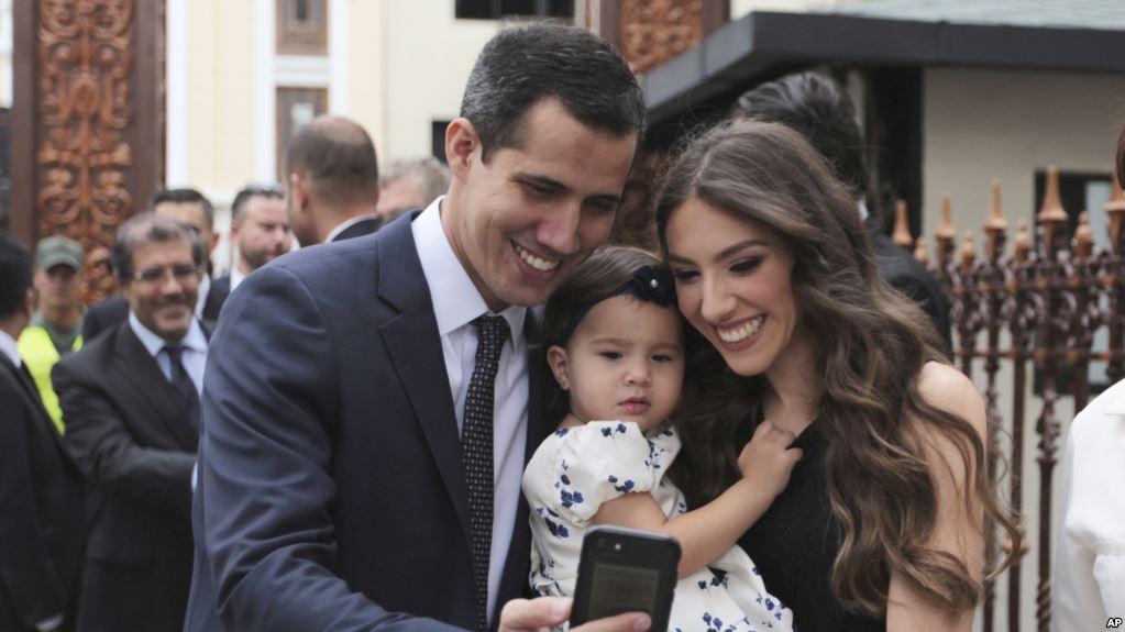 El presidente interino de Venezuela, es el mayor de seis hermanos, está casado y tiene una hija de un año y medio / AP