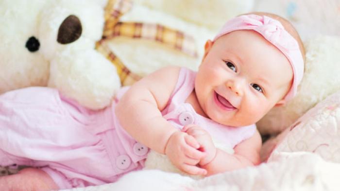 Mengintip 3 Tahap Perkembangan Bayi Sejak 2 Bulan Hingga 5 Bulan