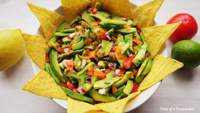 chunky bell-pepper-guacamole-easy-healthy-salad-vegan-vegetarian-Mexican-