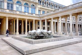Paris : Fontaines de Pol Bury au Palais Royal, l'art cinétique et aquatique des Sphérades - Ier
