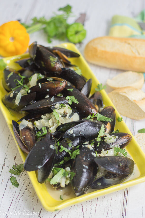Steamed mussels in coconut milk with curry and shallots