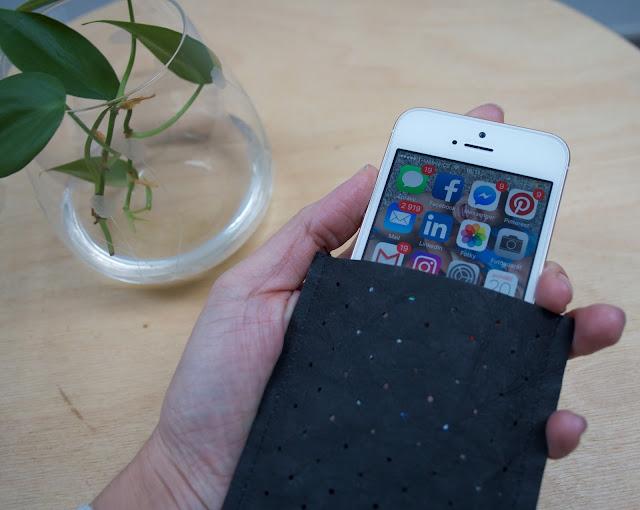 Pouzdro na mobil DIY z recyklovaného papíru, černé