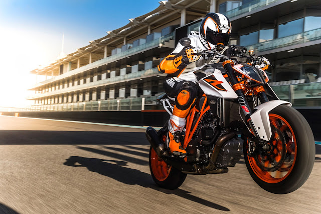 KTM Super Duke Wheelie
