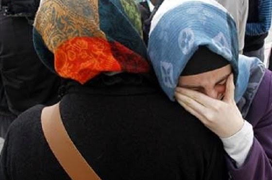 ilustrasi muslimah menangis