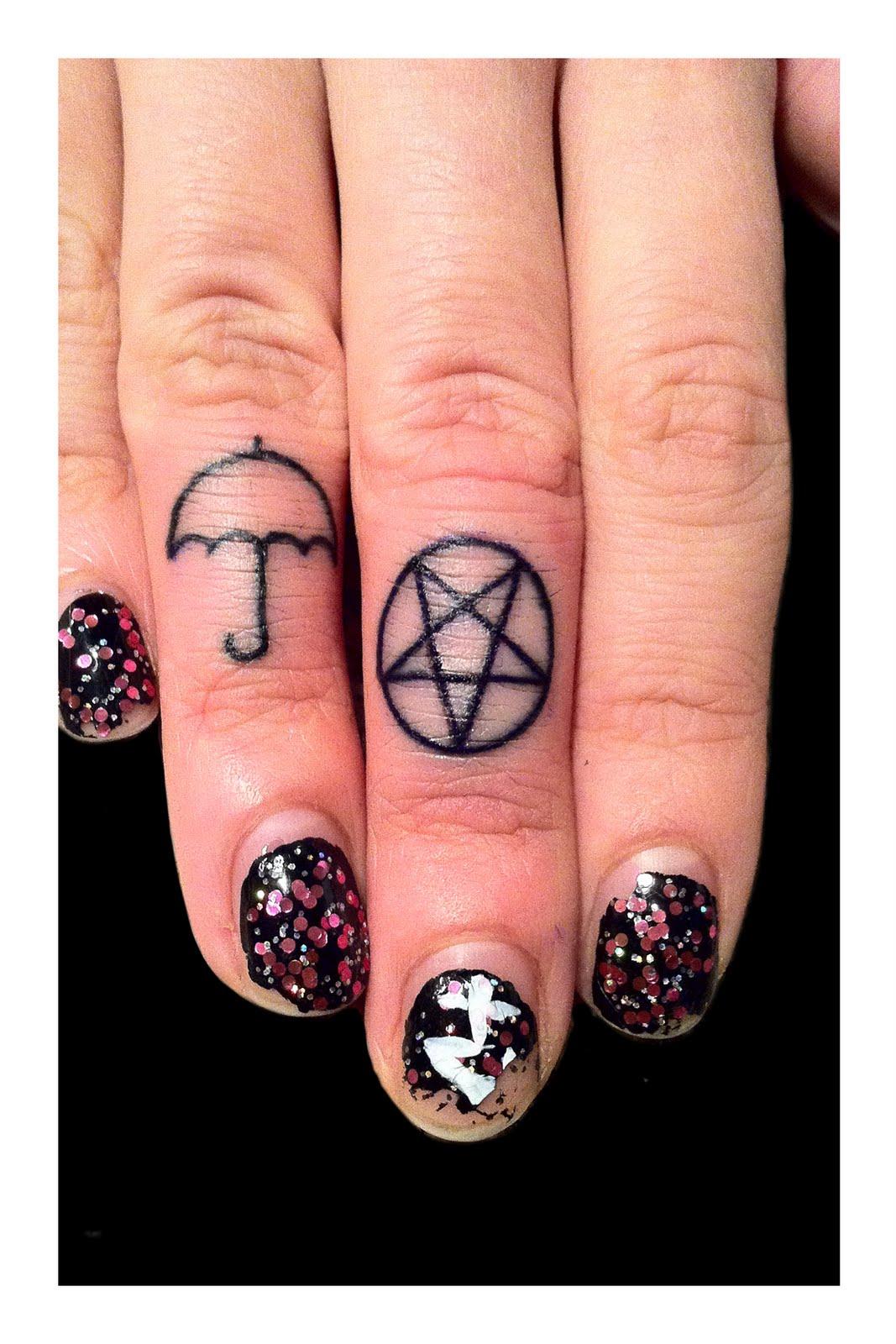 finger tattoo tattoos pentagram umbrella fingers tiny designs hand awesome tattooed area itattooz tatoos ink catie harmen gods monsters tat